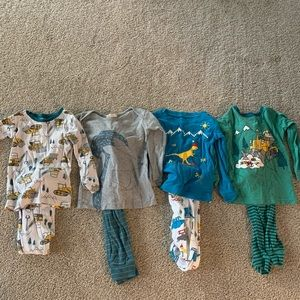 Baby gap 2T pj sets